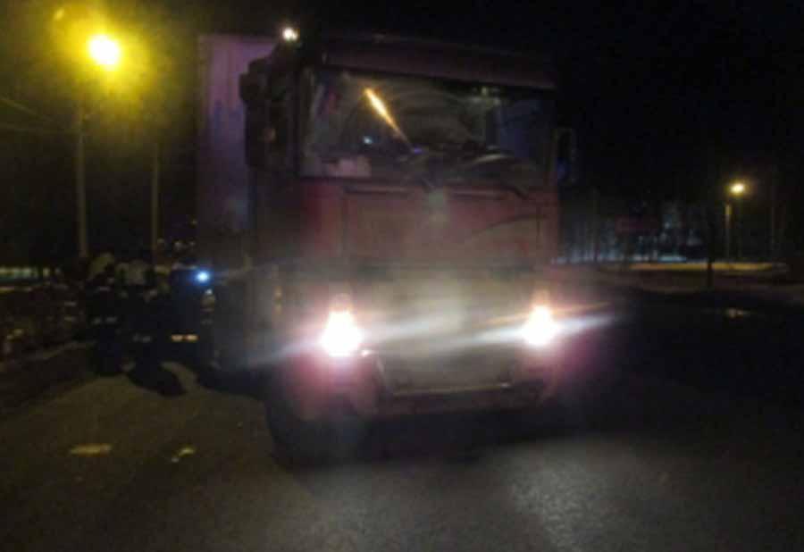 ВЯрославле столкнулись легковушка и фургон