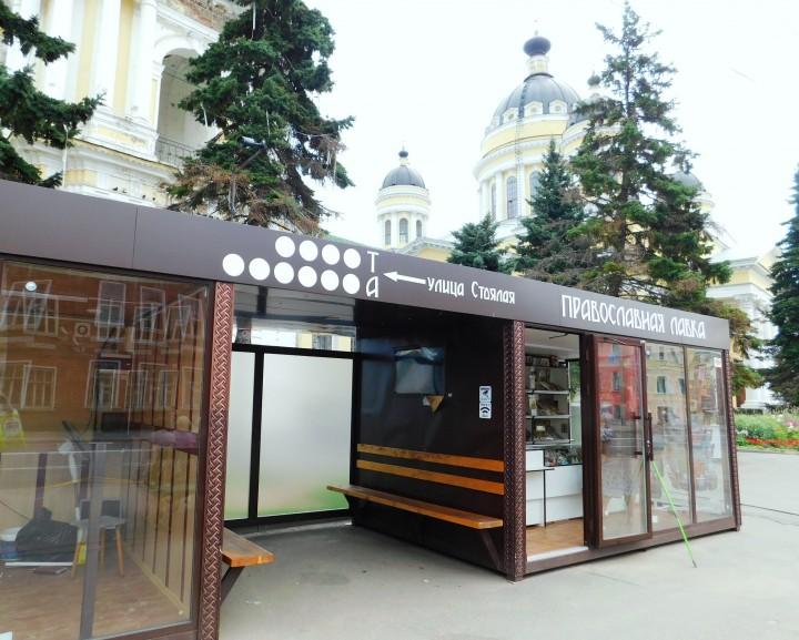Вандалы раскурочили новый остановочный павильон в Рыбинске